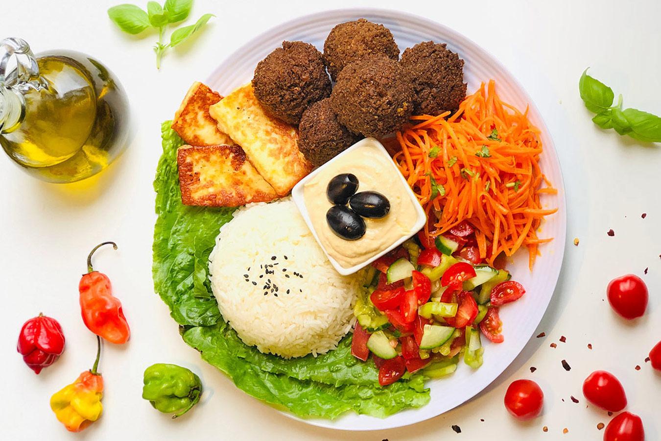 Besh - Haloumi - Falafel Teller